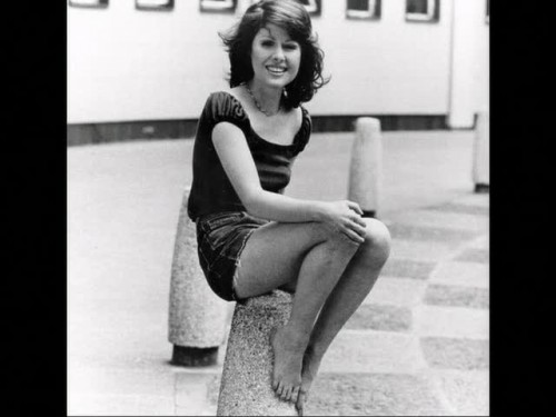 elisabeth_sladen_shorts_and_legs.jpg