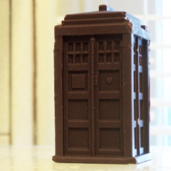 Doctor-Who-Chocolate-TARDIS.jpg